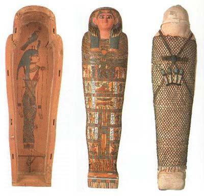 Sarcófago y momia con sudario y malla de Nesmutaatneru, esposa de un sacerdote de la XXV Dinastía, hacia el 700 a.C.