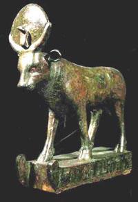 Estatua de bronce del toro Apis