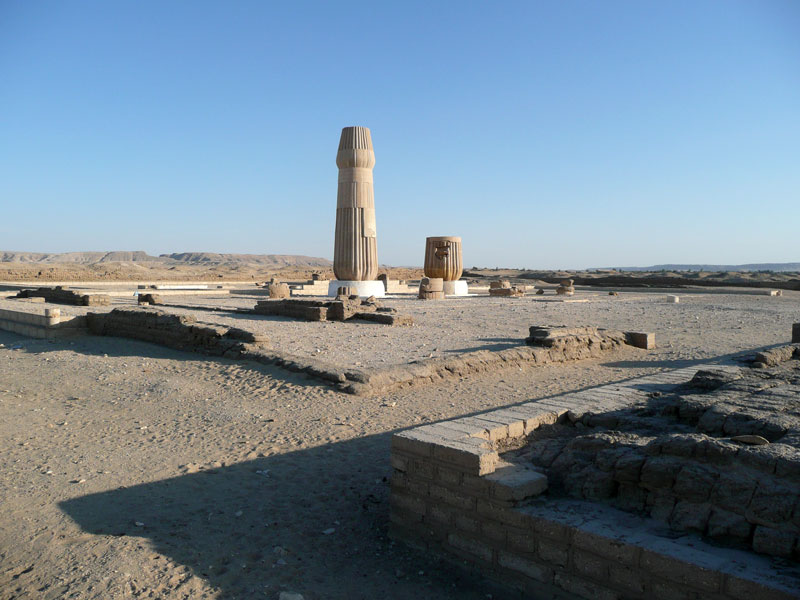 Fig. 2. Restos de Columnas del pequeño Templo de Atón en El Amarna.