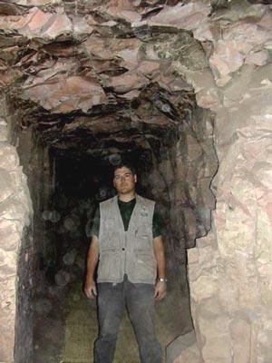 Antonio en el pasillo de la tumba de Djehuty