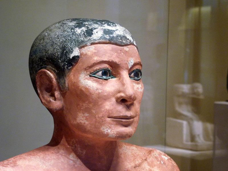 Fig. 3. Escriba sentado, Museo del Louvre (París). Foto: Jaume Vivó.