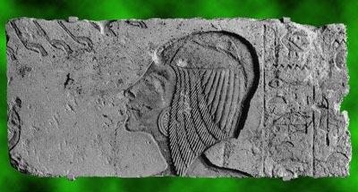 Fig. 14. Relieve de Hermópolis con la cabeza de Kiya, sustituida posteriormente por la princesa Meritatón. Caliza. Gliptoteca Carlsberg. Copenhague.