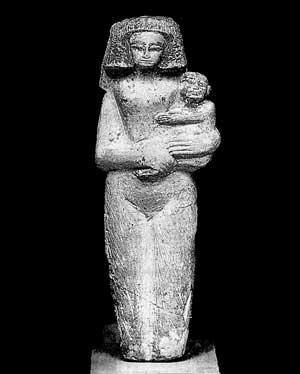 Fig. 43. Figura de fertilidad, llevando la mujer a un niño en su cadera izquierda con un texto de protección para el niño.