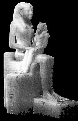 Fig. 53. Una estatuilla de alabastro de la reina Anjnesmerire con su hijo, Fiope II, sentado en su regazo y representado como un adulto en miniatura, con el tocado real nemes. Museo de Brooklyn.