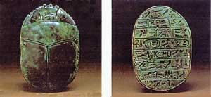 Fig. 61. Escarabeos conmemorativos de Amenofis III.