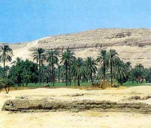 Fig. 68. Emplazamiento del antiguo palacio de la reina Nefertiti en la parte septentrional de Amarna.