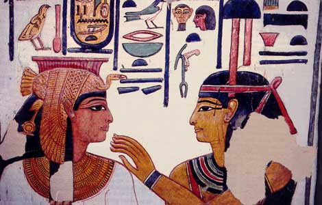 Fig. 71. Nefertari con el tocado de buitre (protección de la diosa Mut) con la diosa Neftis.