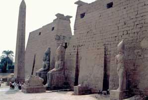 Fig. 73. Templo de Luxor.