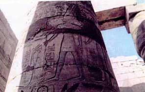 Fig. 74. Templo de Karnak.