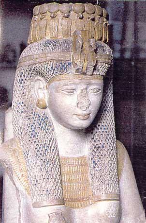 Fig. 77. Meritamón, una hija de Ramsés II que se convirtió en la gran esposa real a la muerte de su madre Nefertari. Museo de El Cairo.