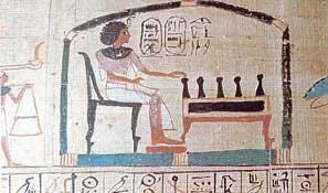 Fig. 78. Detalle del Libro de los Muertos que Herihor compartió con la reina Nodyme en el que Herihor está sentado y juega a un juego de mesa llamado senet. Museo Británico.