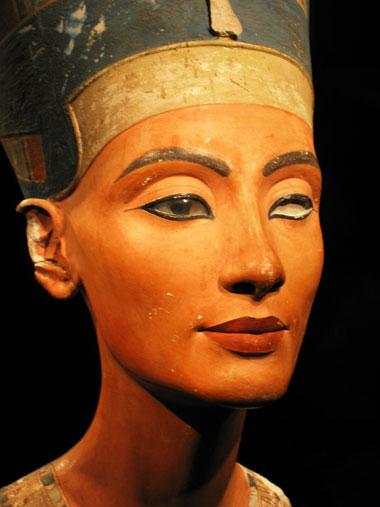 Fig. 1. Busto de Nefertiti, Neues Museum (Berlín). Foto: Jaume Vivó.