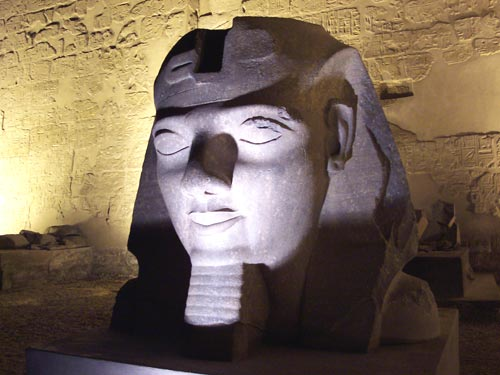 Fig. 7. Cabeza de coloso de Ramsés II, Templo de Luxor (Egipto). Foto: Manuel Juaneda.