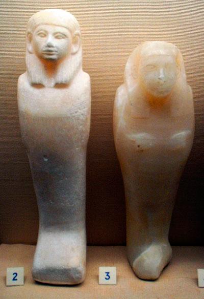 Fig. 3. Shabtis de alabastro. Din. XII, Ashmolean Museum. Oxford.