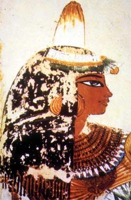 Detalle de una mujer en la tumba de Menna (ca. 1422-1411 d.C.). En ella aparece un loto azul (Nymphaeacaerulea) y en el centro el fruto de la mandrágora