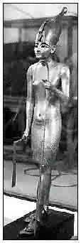 Fig. 9. Figura de marcado estilo Amarna, procedente del tesoro de Tutankhamón (296b) . Museo de El Cairo.