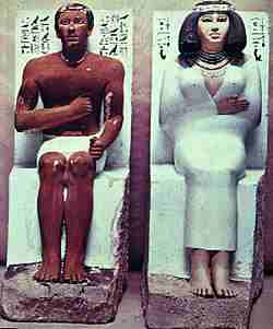 Fig. 6. Estatuas de Rahotep y Nofret. Meidum 2.630 a.C., Museo de El Cairo.