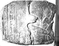 Mismo caso  que la figura anterior. En esta pieza se aprecia mejor el nombre de Meritatón. Museo de El Cairo.