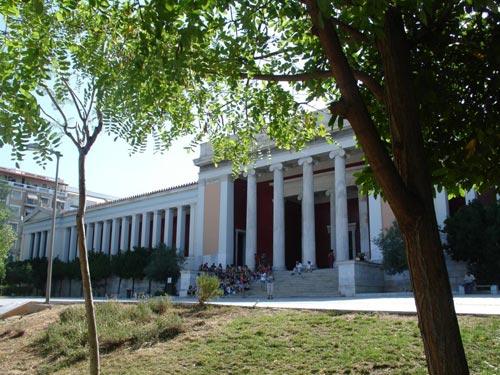 Fig. 1. Entrada principal al museo.