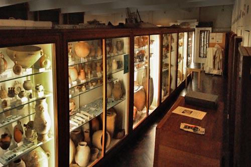 Fig. 5. Vista parcial de las vitrinas de la sala A.