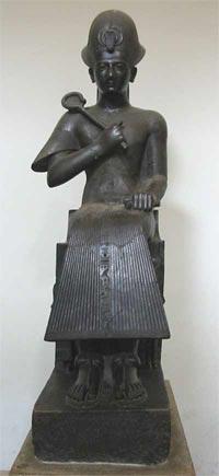 Fig.-4. Estatua de Ramsés II. Basanita. XIX dinastía. Tebas