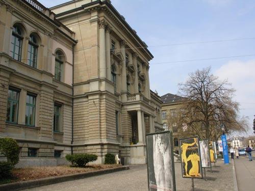 Acceso al Museo Arqueológico