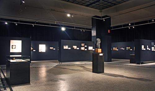 Fig. 2. Vista general de la sala principal de la exposición del Museu d'Arqueologia de Catalunya.
