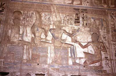 Amón, Mut y Jonsu en Medinet Habu