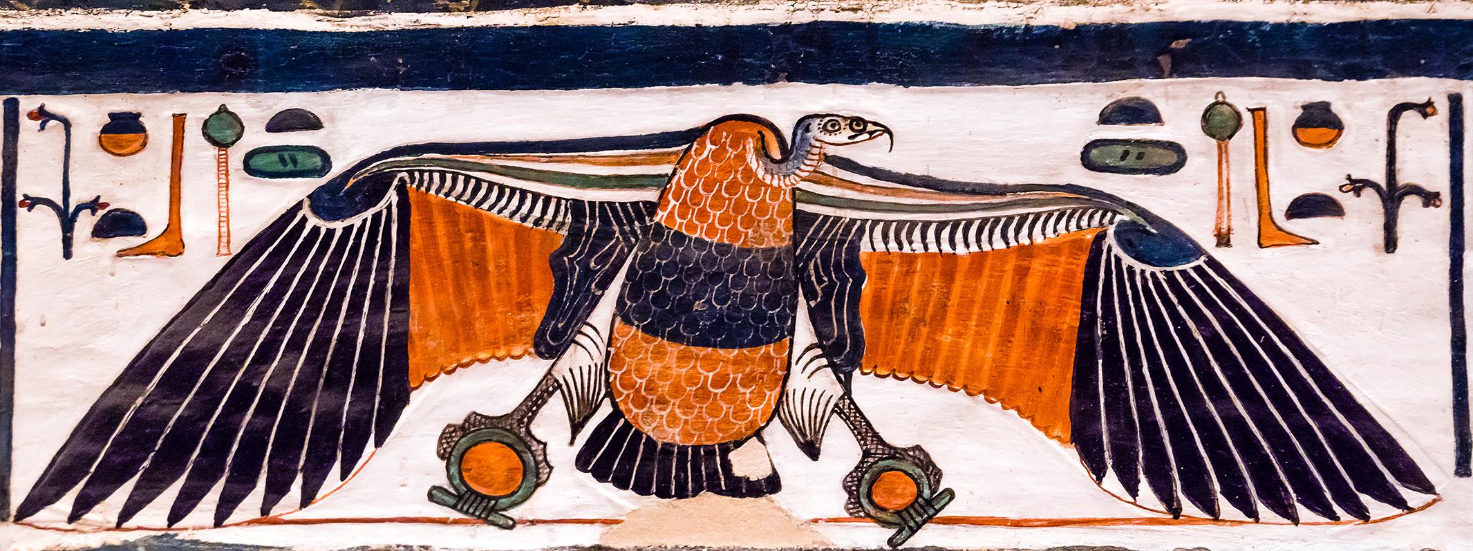 Imagen 11. La diosa Nejbet en el dintel de acceso a la cámara lateral