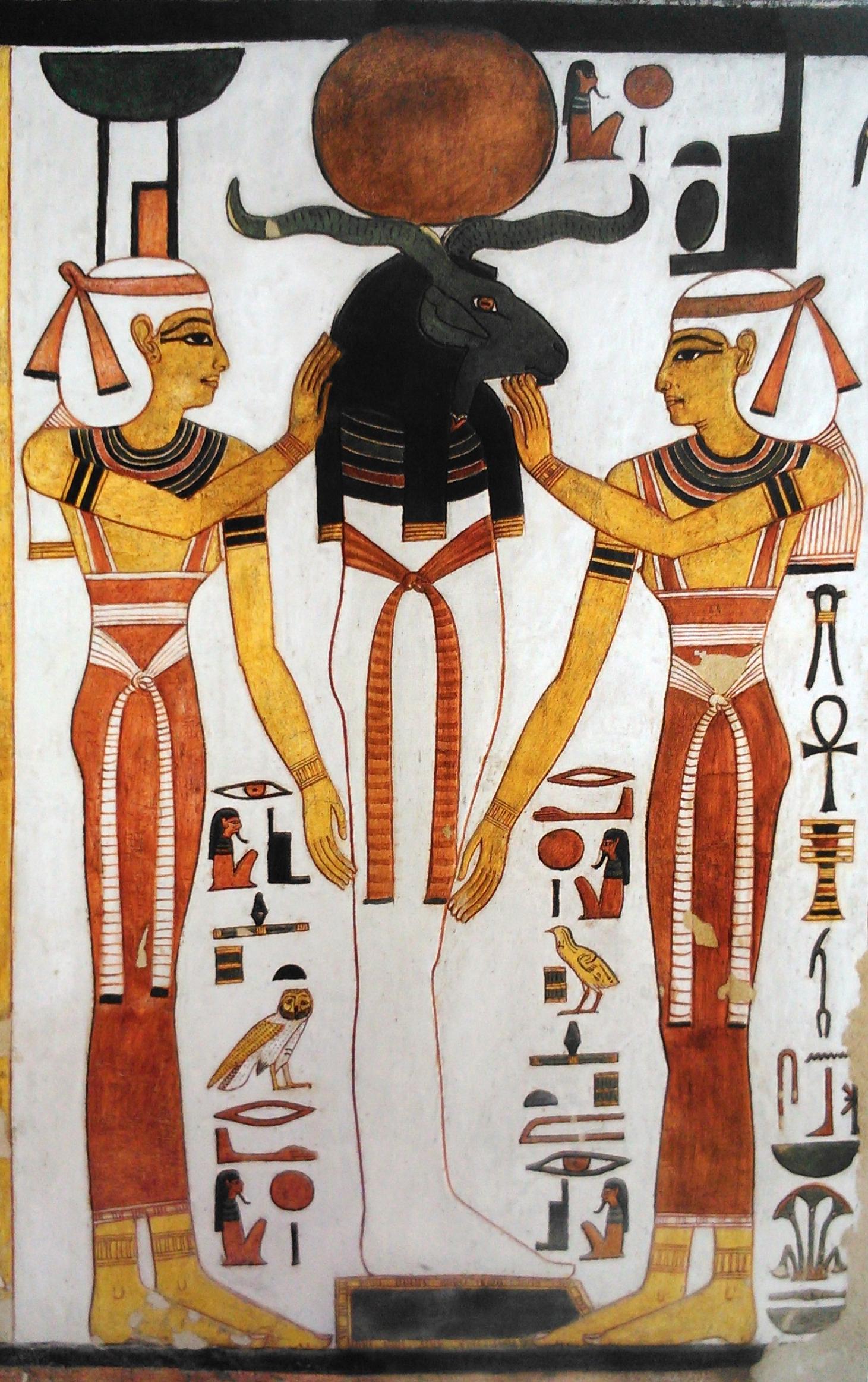 Imagen 12. Ra-Osiris entre Isis y Neftis, muro oeste