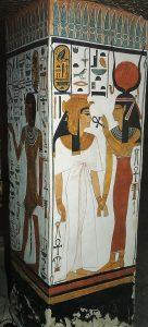 Imagen 11, Isis da la vida a Nefertari. Pilar 1, cara este