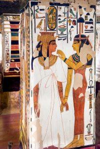 Imagen 13, Hathor da la vida a Nefertari, pilar 3, cara norte
