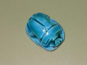 Elena trae para nuestro rincón de Egipto un amuleto: el escarabajo