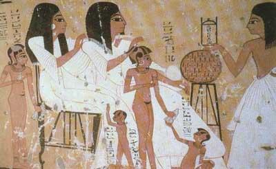 Inhirkha con su esposa, su hijo y sus nietos